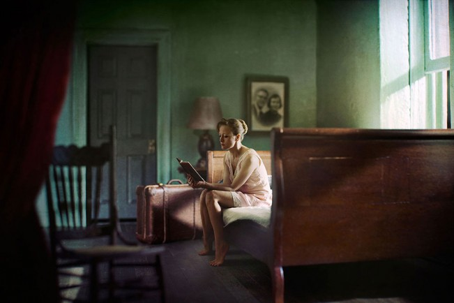 Image08_Woman_Reading
