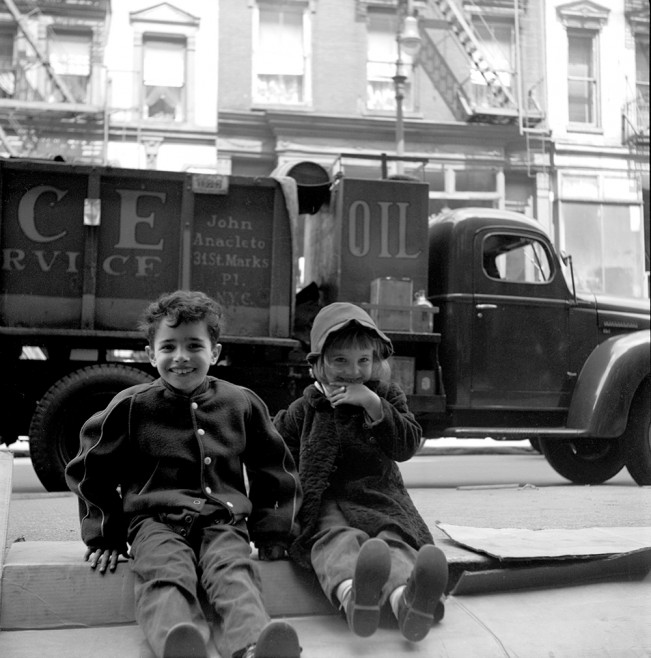KidsOnTheStoop_1947