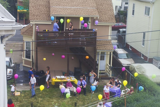 9265_BackyardPartyBalloons-2011_MaryKocol