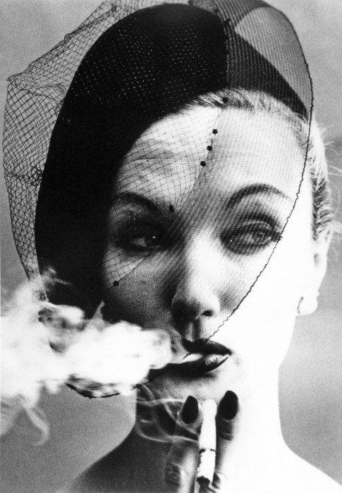 Klein_Smoke&Veil(Vogue)_Paris, France_1958