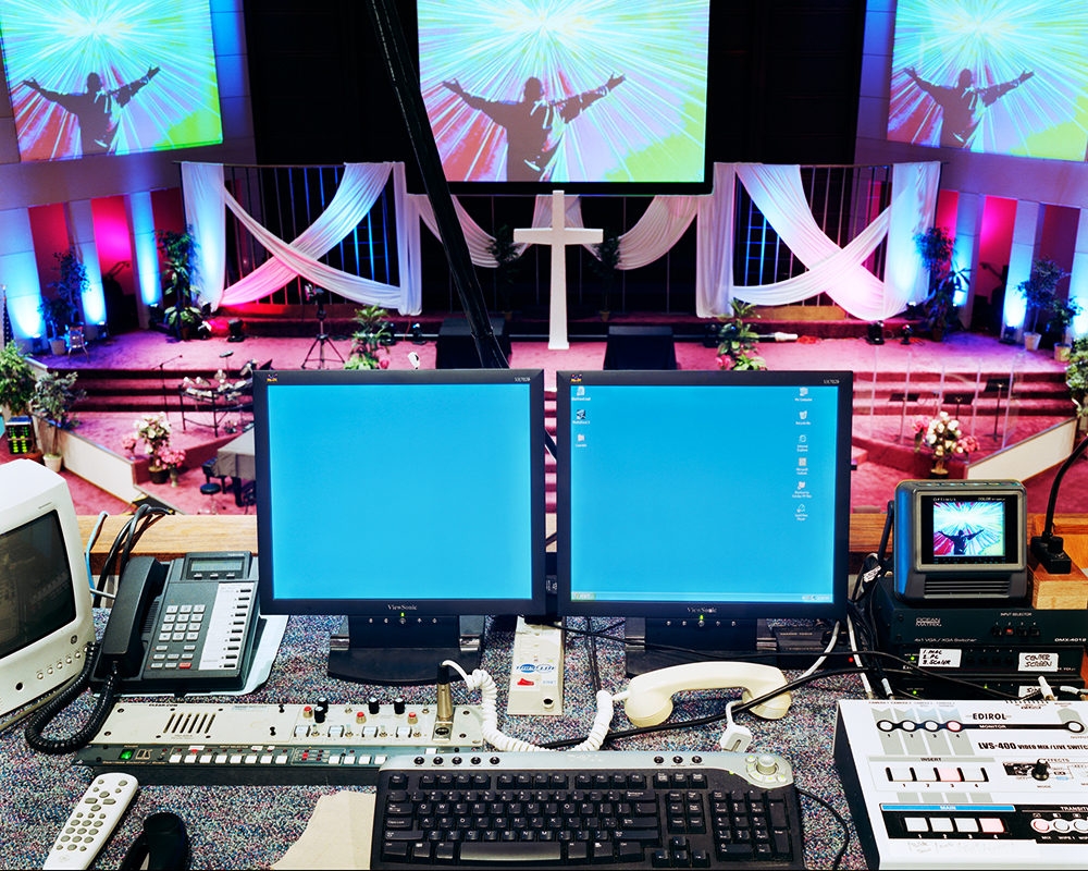 11)Control Desk 2008_from the series Mega Churches