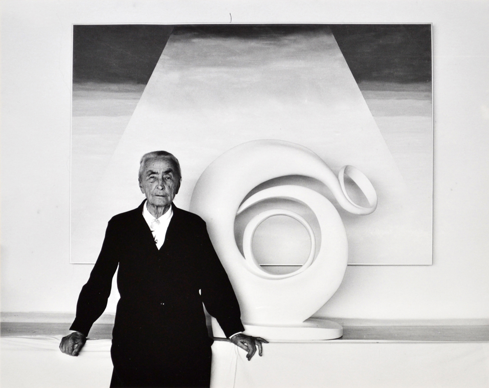 Wood - O'Keeffe with sculpture
