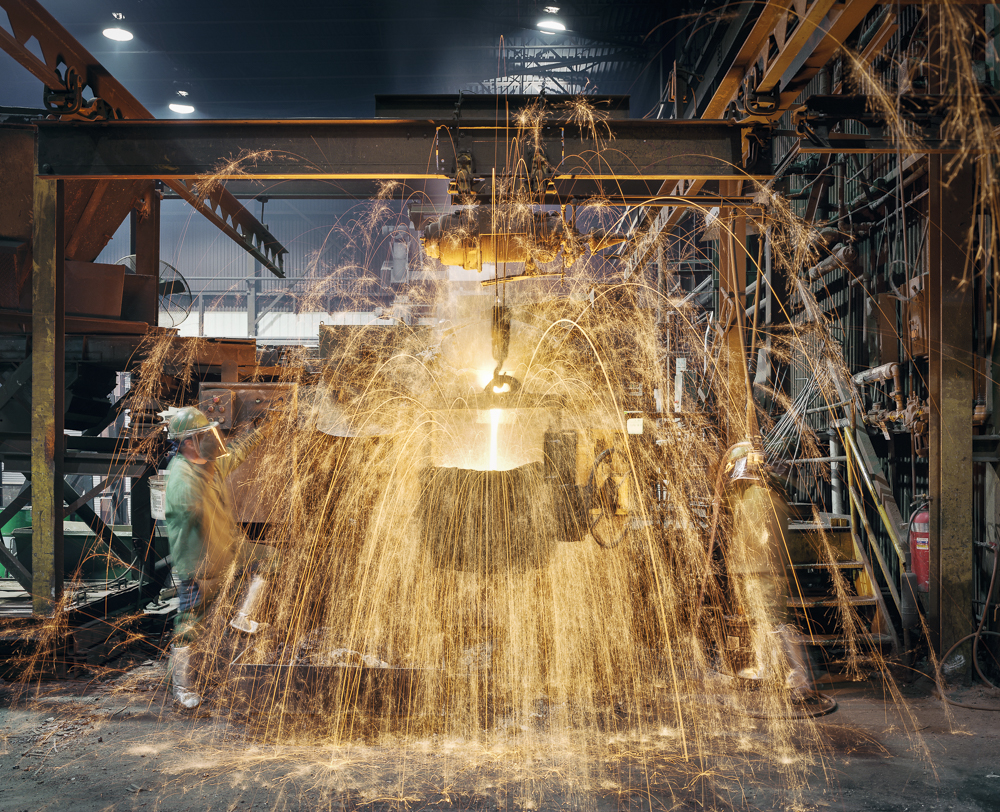 Crucible pouring for plate casting, O.S. Kelly Foundry, Springfield, Ohio