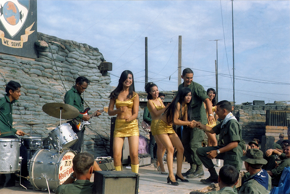 ©David Fahey Spec 4, US Army, 25th Infantry, 4th Battalion, 23rd Mechanized Infantry Brigade  Vietnam and Cambodia, September 1969 – September, USO PERFORMANCE AT FIRE BASE RAWLINGS TÂY NINH PROVINCE, VIETNAM,  NOVEMBER 1969 David FaheySpec 4, US Army, 25th Infantry, 4th Battalion, 23rd Mechanized Infantry Brigade Vietnam and Cambodia, September 1969 – September