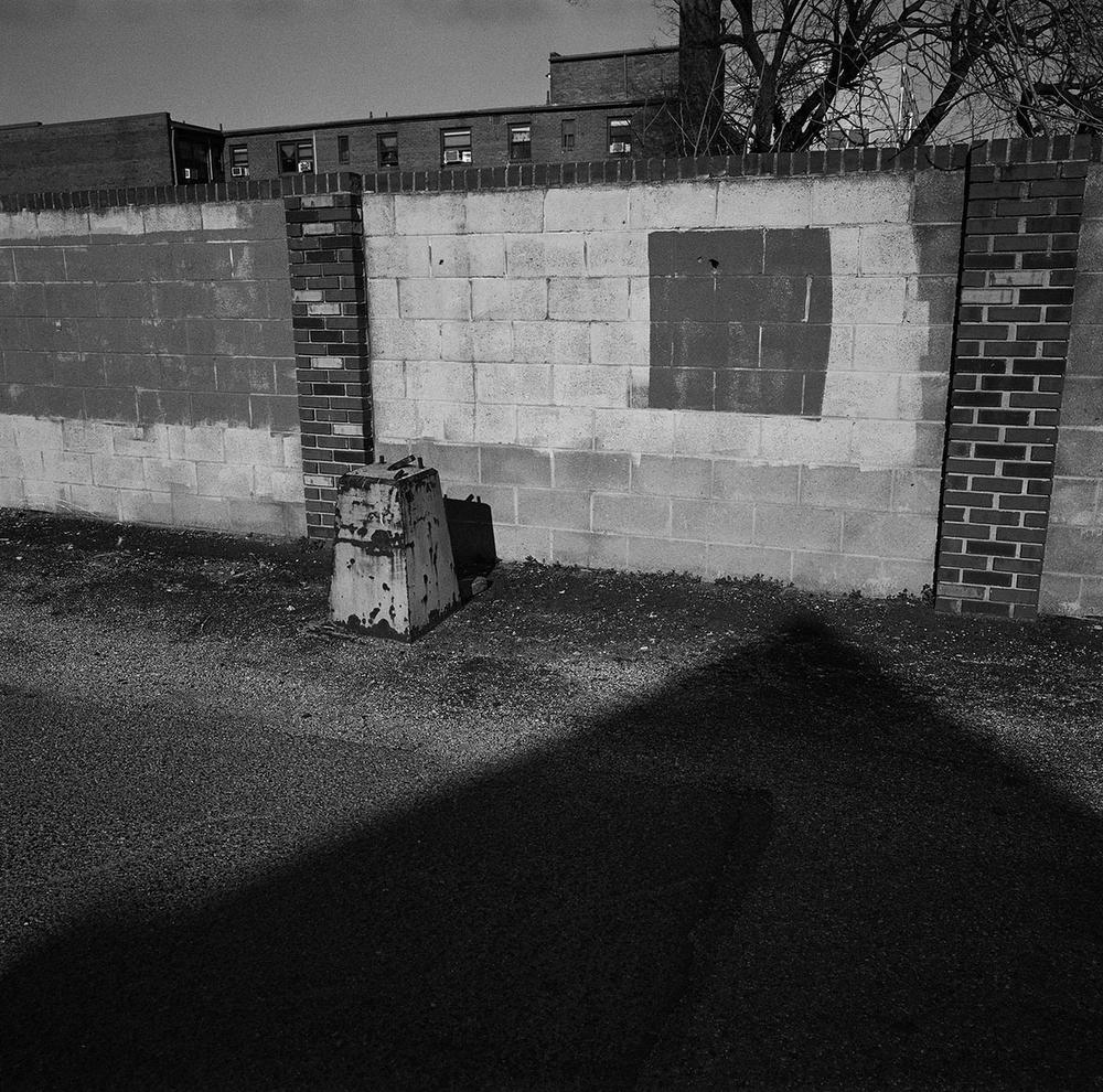 Wall between the Park Morton Public Housing complex and a laundromat in the Park View neighbourhood, Washington DC, USA. (Credit Image: © Louie Palu/ZUMA Press)