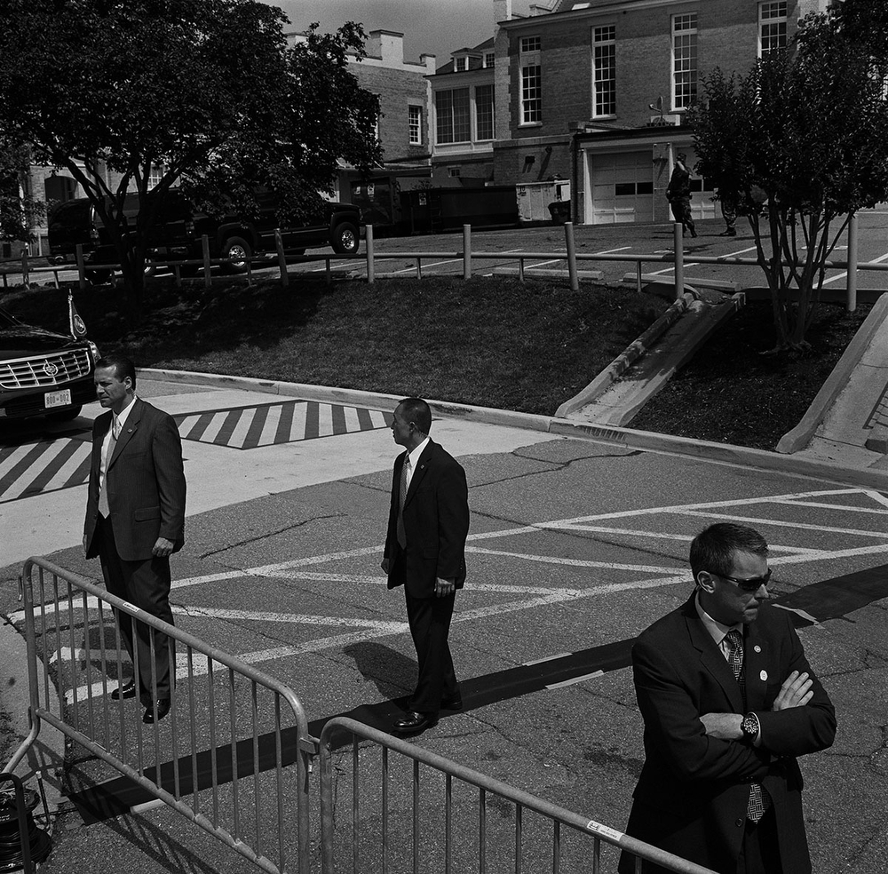 Secret Service Agents keep watch before President George W. Bush leaves the future site of the U.S. Institute of Peace in the Foggy Bottom neighbourhood, Washington DC, USA. (Credit Image: © Louie Palu/ZUMA Press)