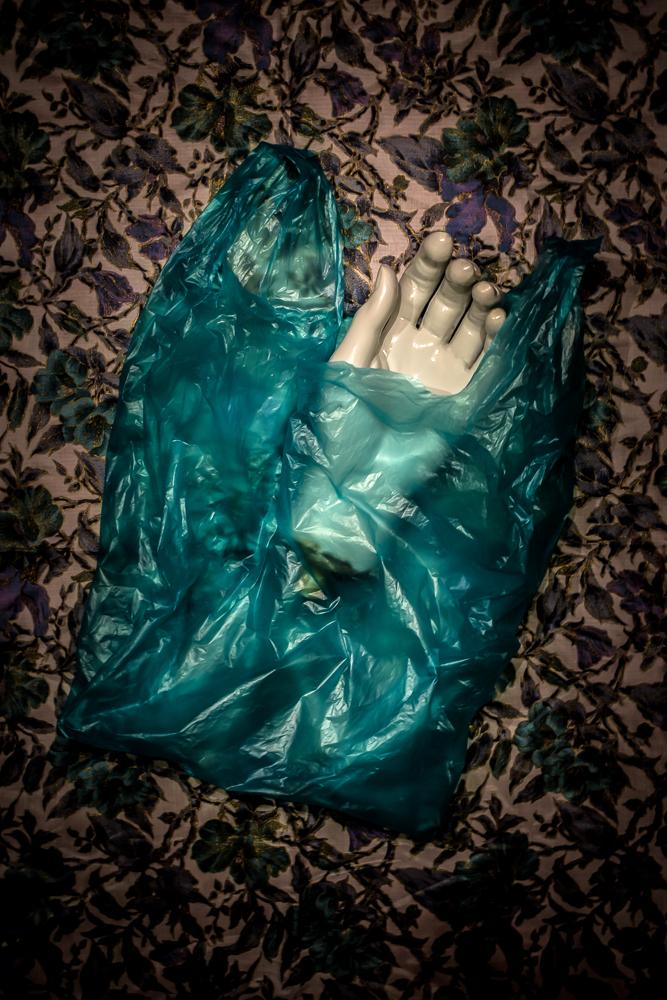 matsamakig-holdinghand