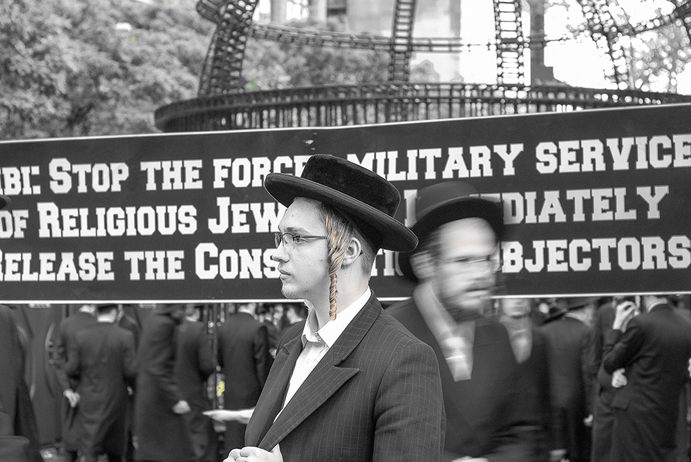 "Members of New York's Orthodox Jewish community gathered in front of the UN as Netanyahu was addressing the 71st Session of the UN General Assembly on Thursday.They slammed the Israeli regime for what they called ""degrading"" the community by forcing its members in Israel to serve in the military. ""People should not be forced to serve in the army if their conscience does not allow them to do that,"" he said."