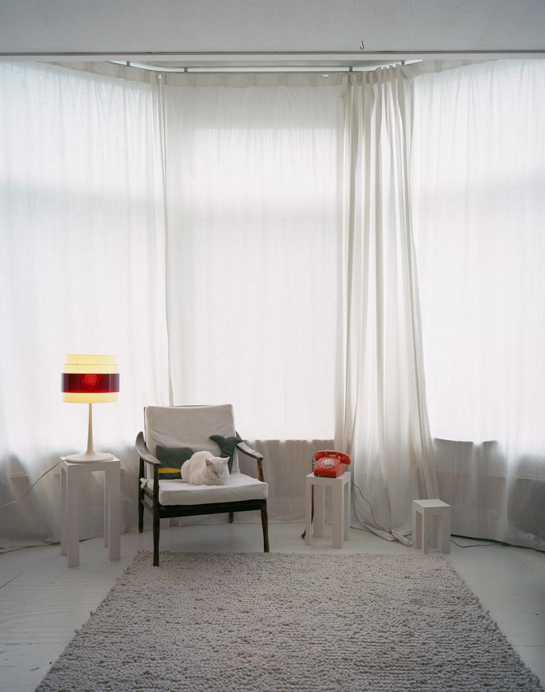 d_B_white_room