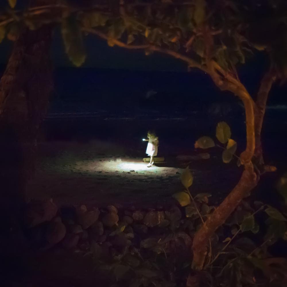 night_girl_beach