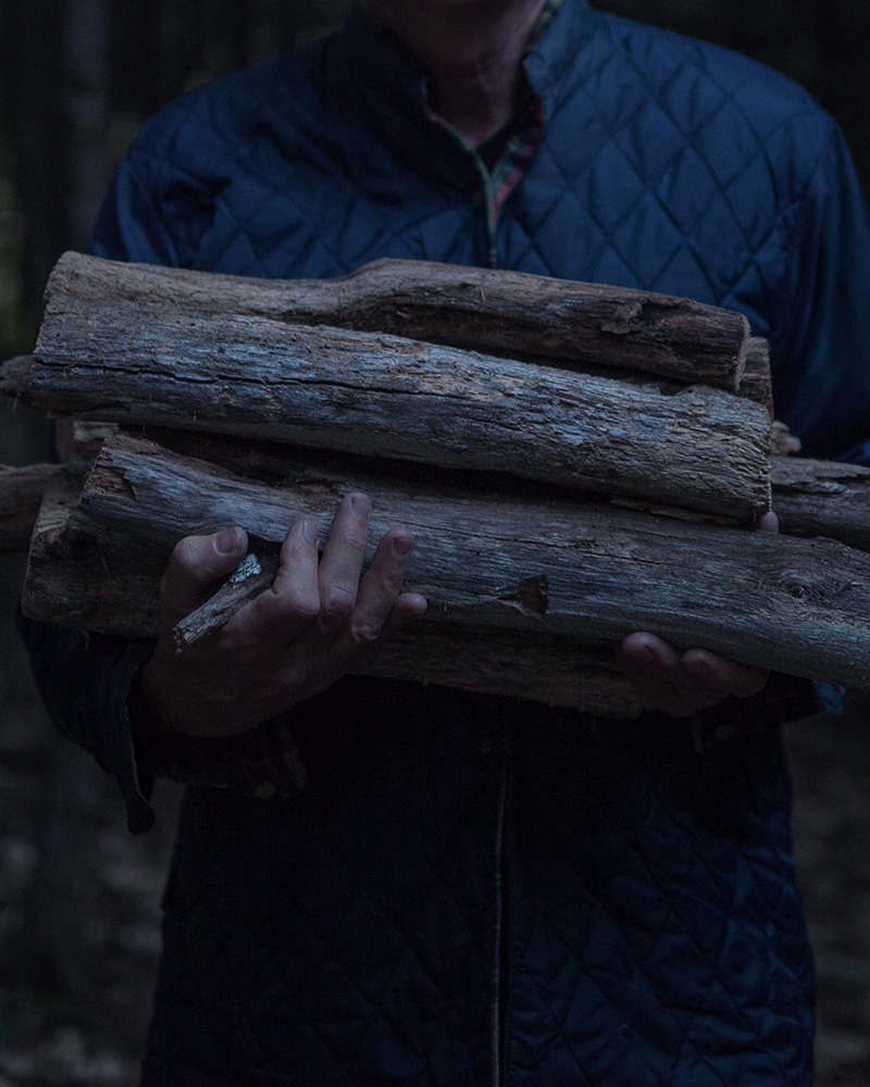 11_DAD_WITH_FIREWOOD∏AmaniWillett