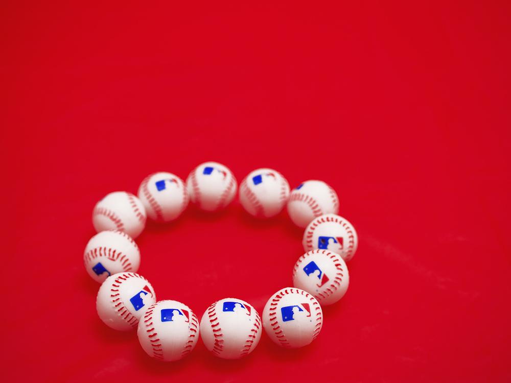 09RubberBaseballs&RedTablecloth