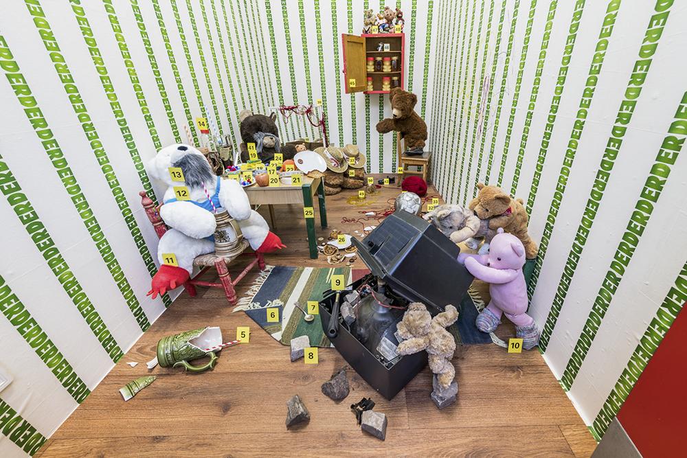 die raum 2017 0037-1 Nina Katchadourian: Der Krawall, Die Überraschung und Das Seepferdchen Part 1: Der Krawall June 11 – July 1, 2018 Viewable 24/7 Exhibition view