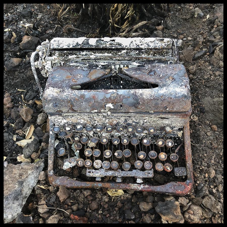 Quintana_Typewriter 30x30