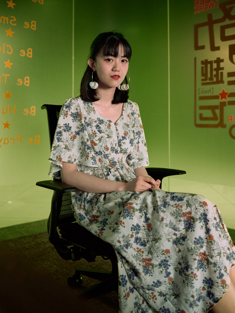 yiyi-at-her-office