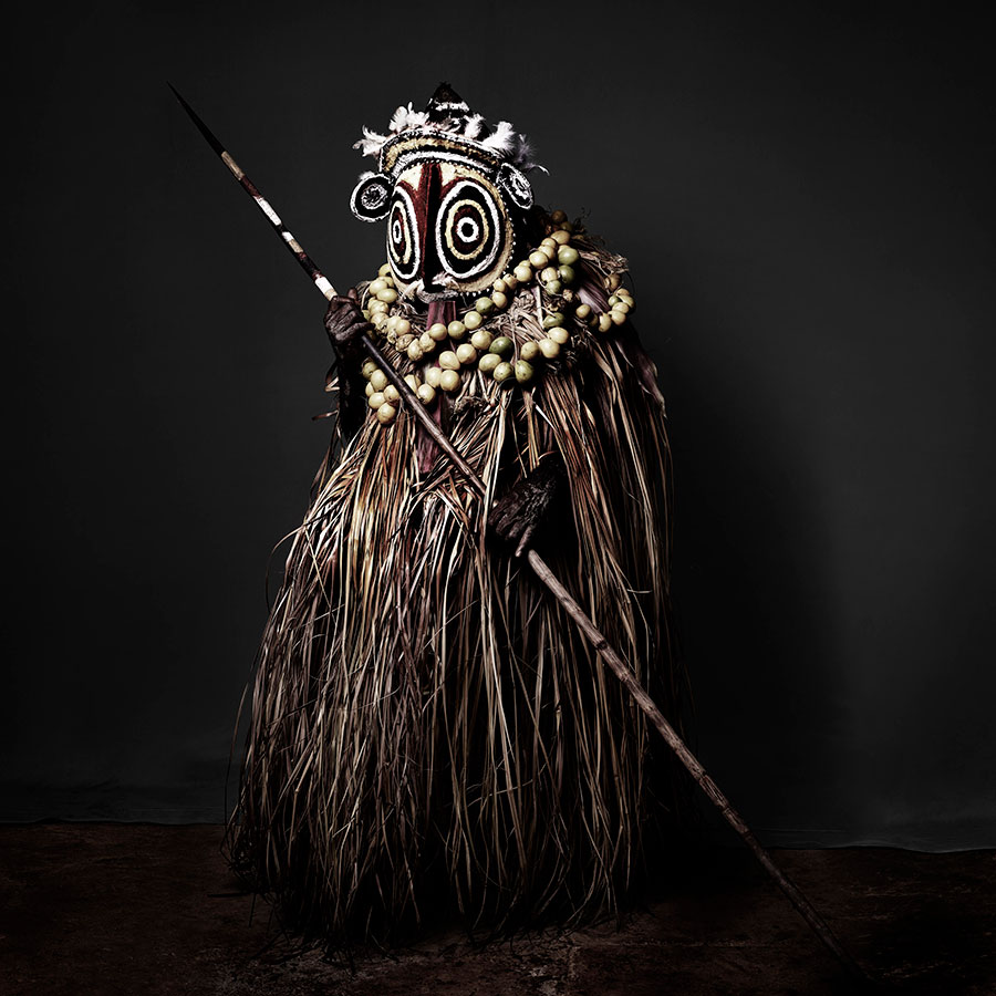 Aluseki-in-the-Tumbon-Costume-of-the-Abelum-Tribe,-2016