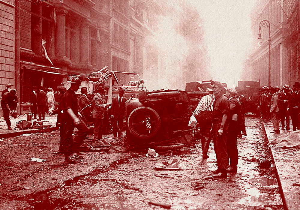 Wall Street bombing explosion - Overturned auto and crowd (Photo By: /NY Daily News via Getty Images)