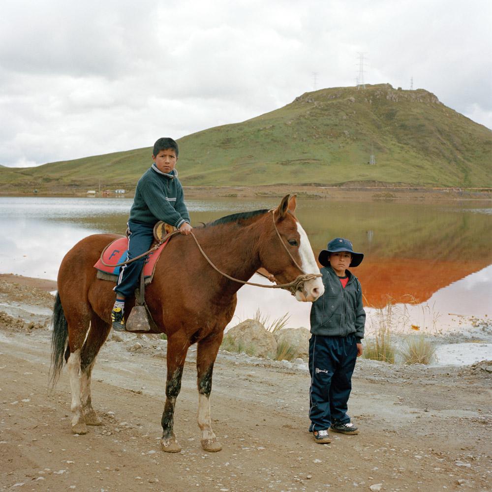 ELEONORA RONCONI - 10Orue_Niños con caballo en la relavera