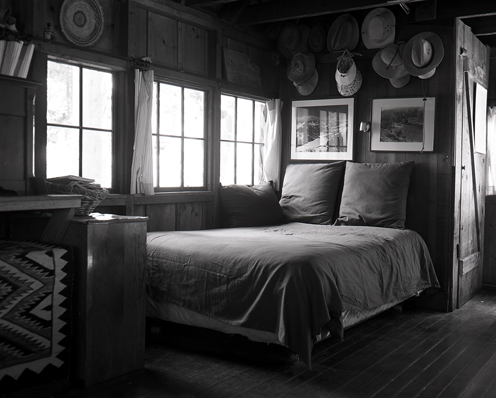9.Bed