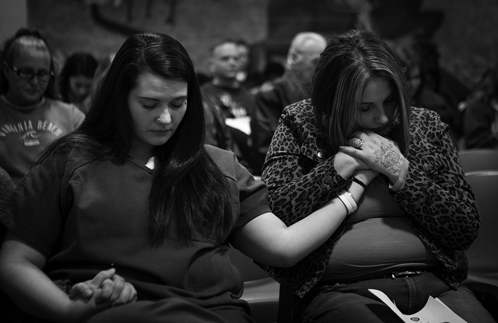 In January 2020, Tera Crowder visits her sister Stephanie at a family visitation night at HARP.