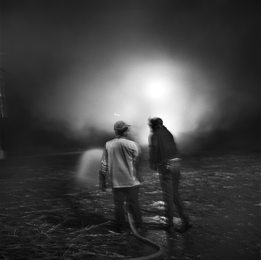 ©Debbie Flemming Caffery, Friends Chatting at Mill, 1992