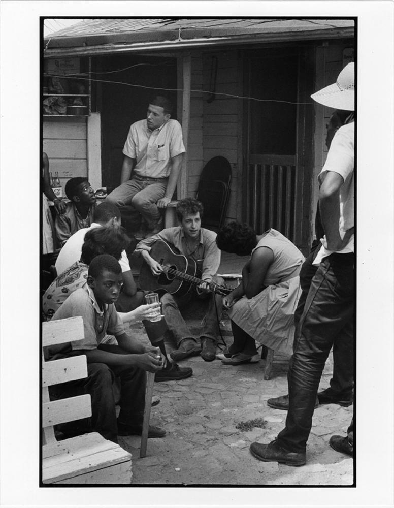 Bob Dyland behind SNCC Headquarters, Greenwood , Mississippi, 1963 gelatin silver print, copyright Danny Lyon-Magnum Photos, cou